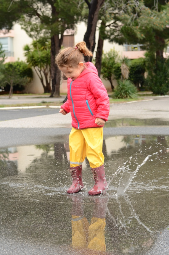 sauter dans les flaques d'eau (6)